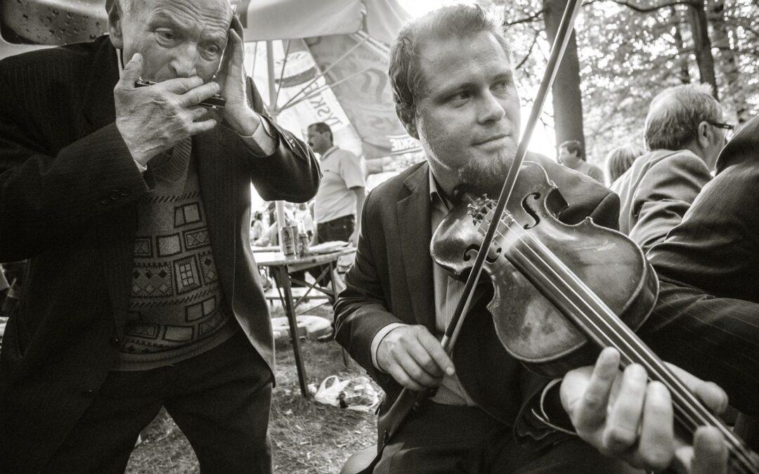 O sekretach warsztatu skrzypka, odkrytych podczas nauki u wiejskich muzyków. Marcin Drabik