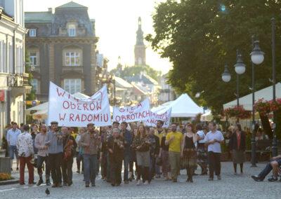Happening na Festiwalu Zawieruchy Radomskie 2016. Fot. Michał Sołśnia