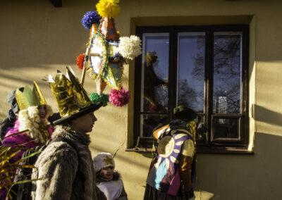 Kolędnicy podczas składania życzeń. Fot. Gutek Zegier