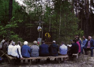 W oktawie Bożego Ciała odbywa się ostatni nieszpór – procesja z ołtarzykiem i krzyżem po całej wsi pomiędzy czterema kapliczkami, pod którymi zakopane były Ewangelie. Fot. Kasia Huzarska