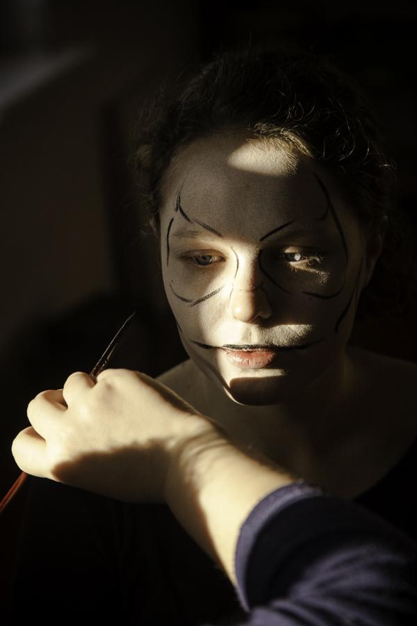 Przygotowania do kolędowania. Malowanie Śmierci (Magda Siemaszko).