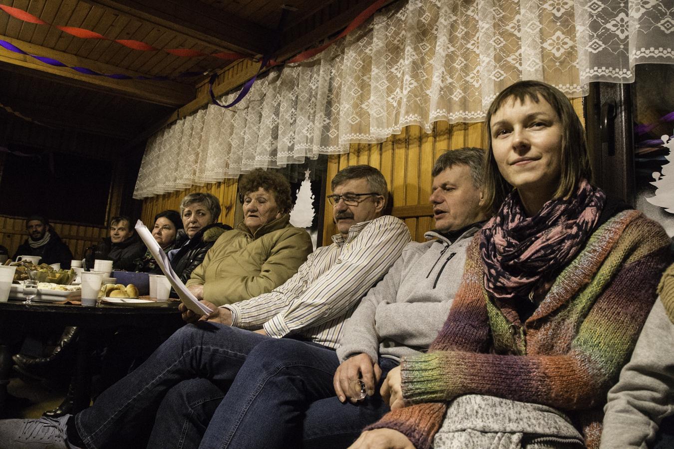 Potańcówka w świetlicy w Pogorzelcach. Śpiewanie kolęd.