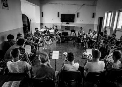 Warsztaty na festiwalu Fanfara z Orkiestą Dętą z Nielisza. Chłopków, sierpień 2019. Fot. Marcin Pietrusza